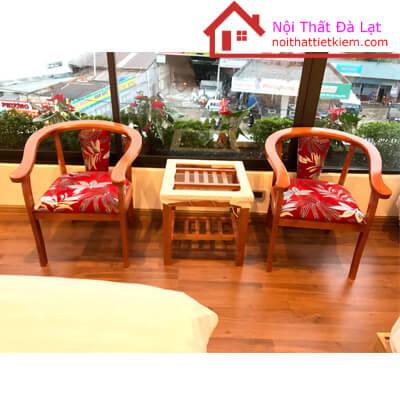 Bộ bàn ghế với màu sắc mang đến sự nồng ấm