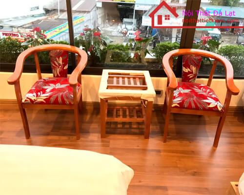 Bộ bàn ghế gồm 1 bàn và 2 ghế