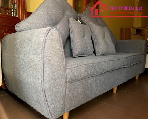Sofa với 4 gối ôm đi kèm