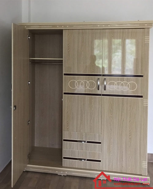 Tủ quần áo có các ngăn kệ, và thanh treo tiện lợi